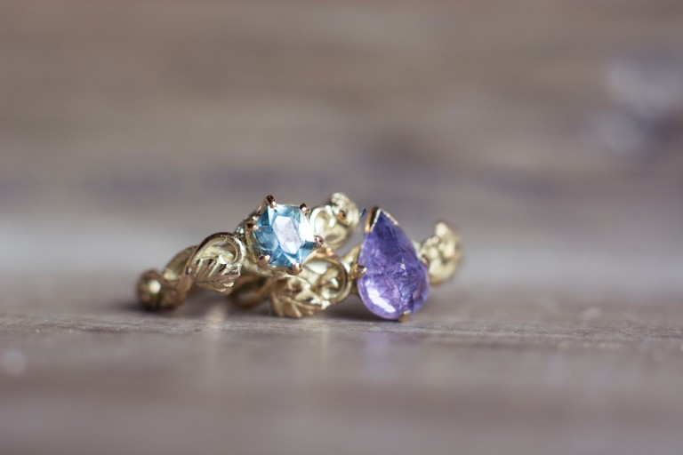2sapphires in yellow gold_4